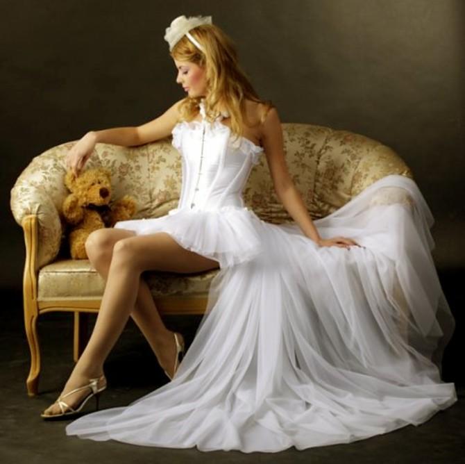 Основные разновидности короткого свадебного наряда невесты со шлейфом: описание, особенности, рекомендации по выбору. Вечерние платья