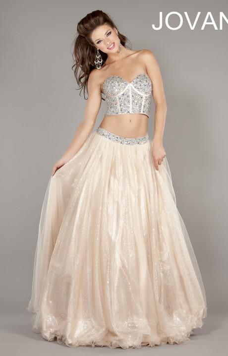 Корсетный лиф и широкая пышная юбка для летней дискотеки или пляжного отдыха. летнее платье