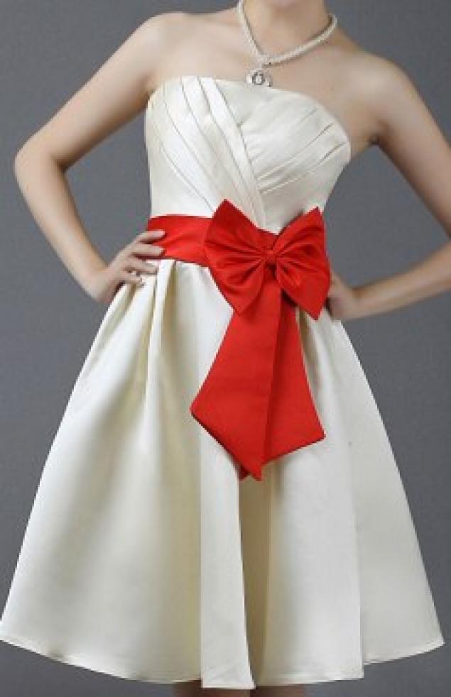 Красивый бант из ткани на платье своими руками
