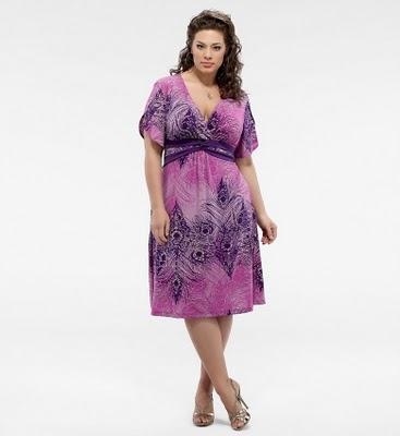 На примере этой модели Вы видите, что нижние края платья ровные (горизонтальные), лучше, если они будут волнистые, как показано на модели выше - Фото. Это