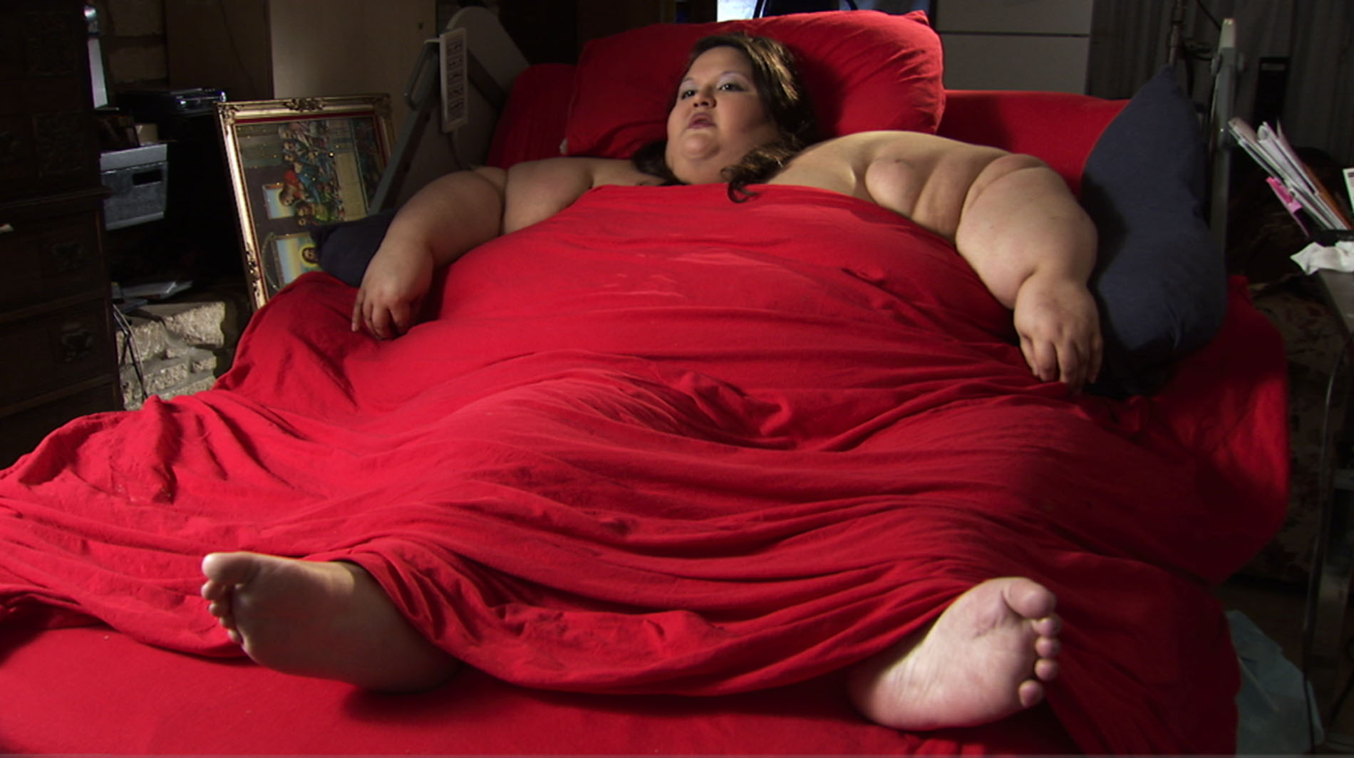 Толстая женщина в постели 2 фотография