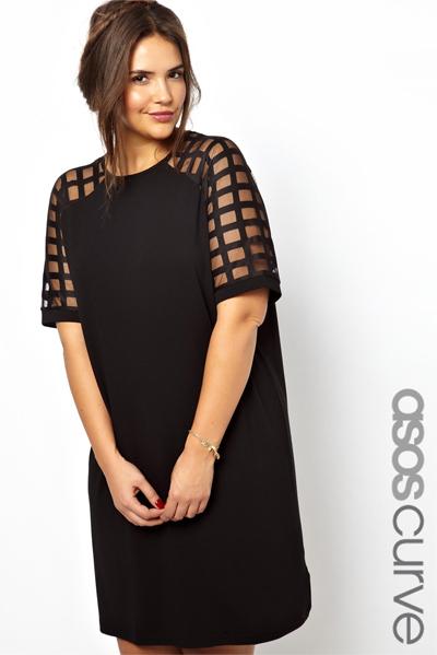 платье со струящейся юбкой и открытыми коленями