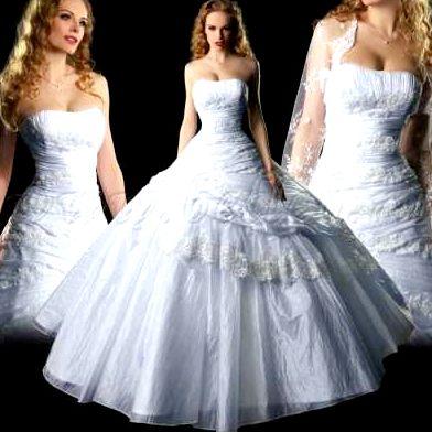 Это платье для свадьбы может быть вполне неодинаковой пышности: начиная от А-образного силуэта, чуть расклешенного, завершая весьма пышным