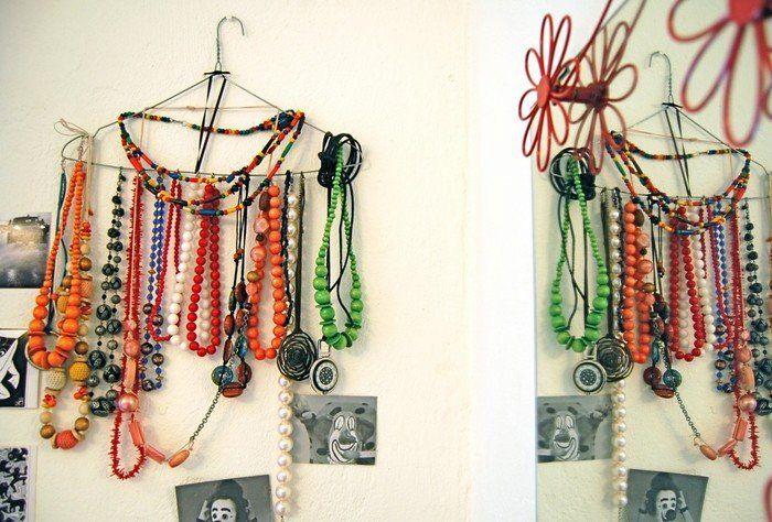 хранение бижутерии на вешалках-плечиках